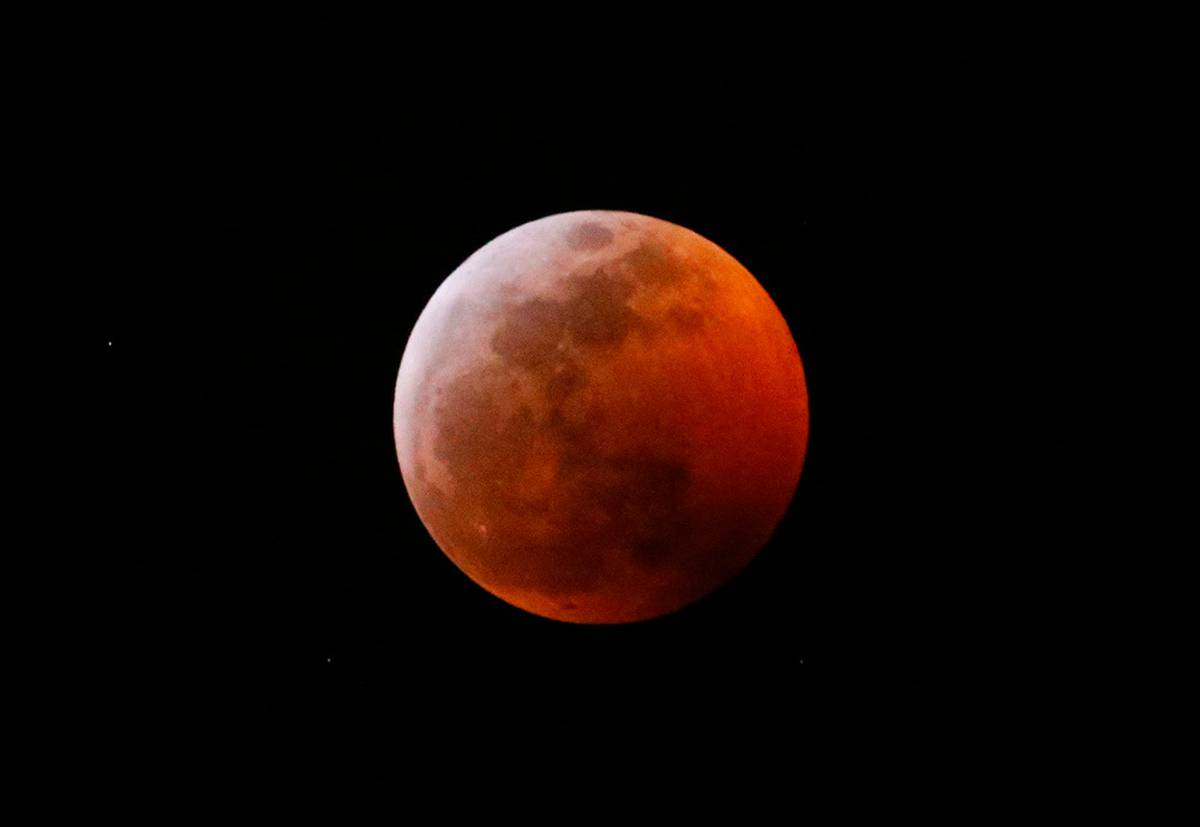 Amazing images: Two-for-one total lunar eclipse comes with supermoon bonus