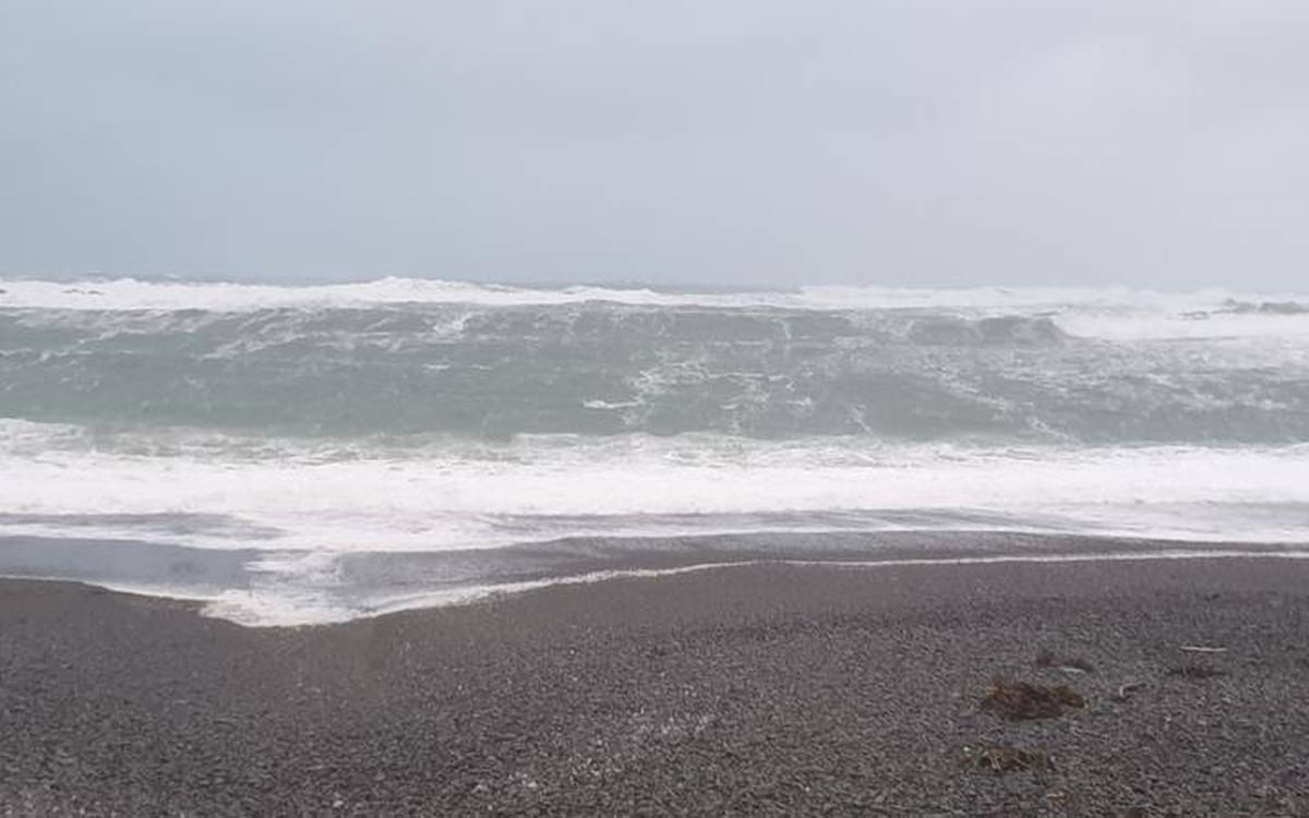 What caused NZ's massive 12-metre waves today