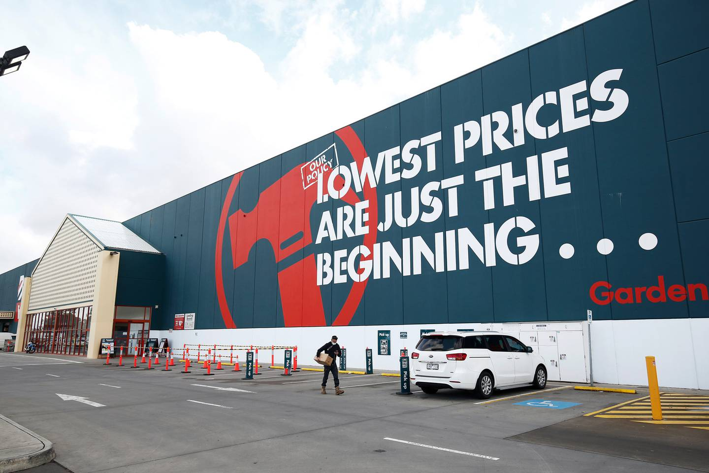The Commerce Commission alleged Bunnings had breached the Fair Trading Act 1986 with its lowest prices advertising. Photo / Getty Images