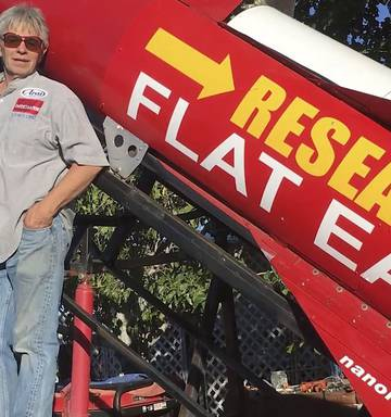 A flat-Earther's plan to launch himself in a homemade rocket just