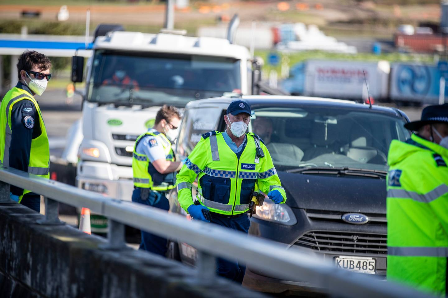 Police monitor the border during Auckland's alert level 3. Photo / Michael Craig