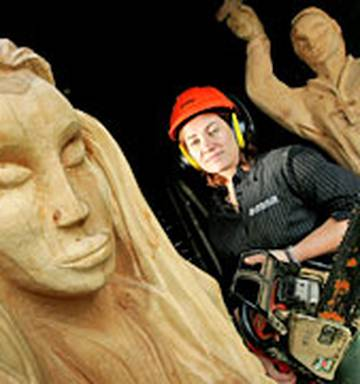 Wolf carvings by cameron menken ontario chainsaw carver and