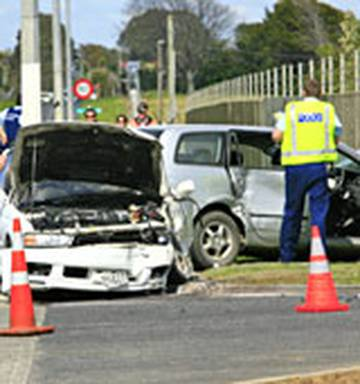 Two seriously injured after police chase ends in crash - NZ