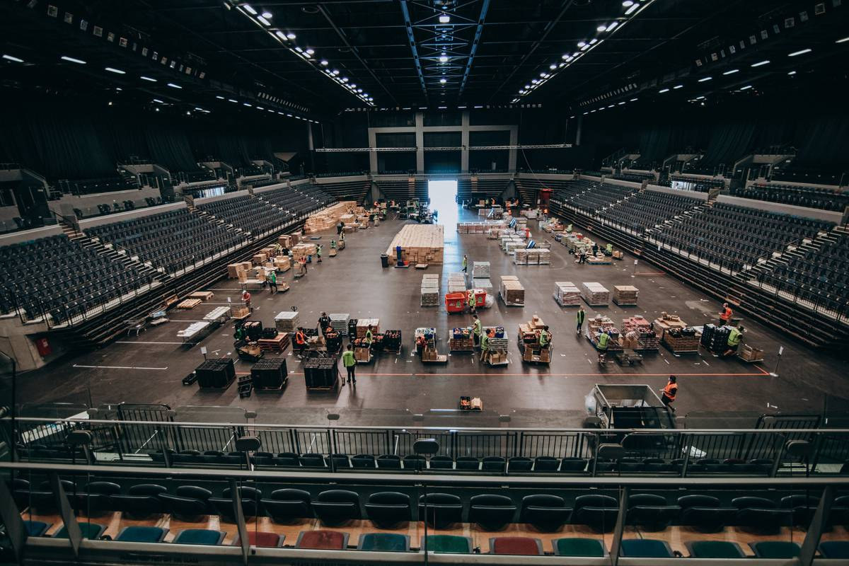 Covid 19 coronavirus: Auckland's Spark Arena becomes huge foodbank during lockdown