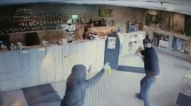 The thief sprays bear mace into the face of the store worker. Photo / YouTube / BigDaddyDishrags