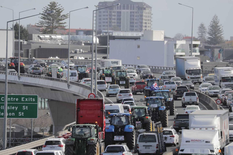 Heavy convoy of protesters heading towards Auckland CBD. Photo / Michael Craig