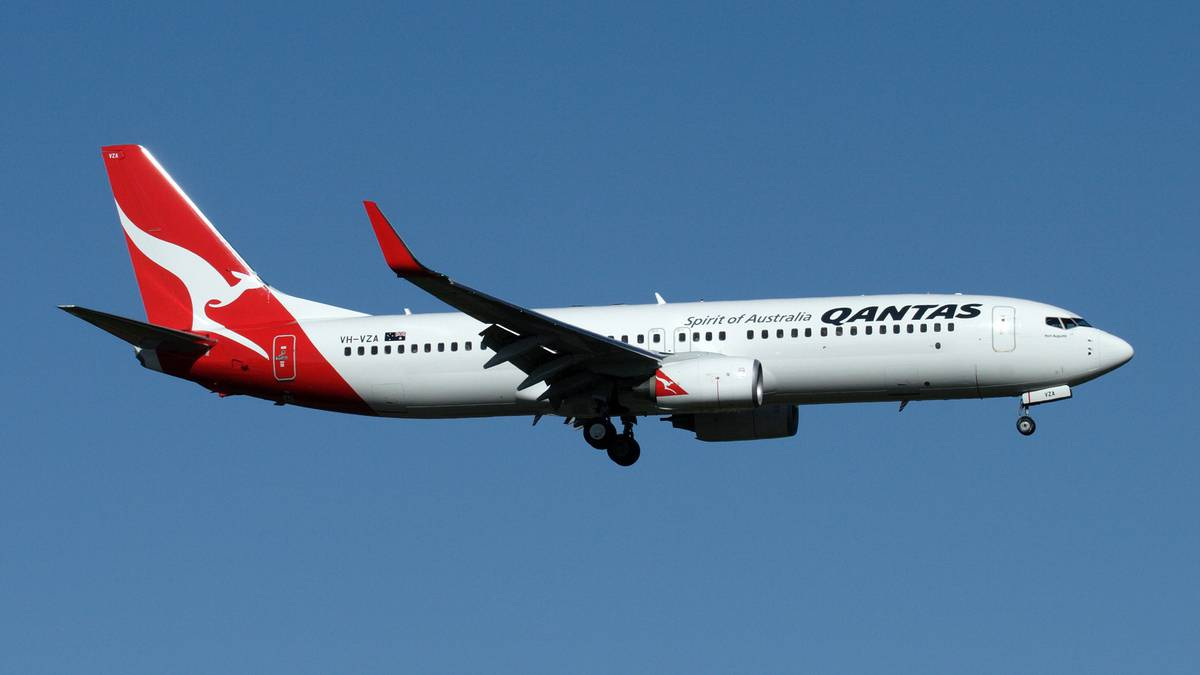 152m from tragedy: Qantas planes almost collide at Sydney Airport - NZ Herald