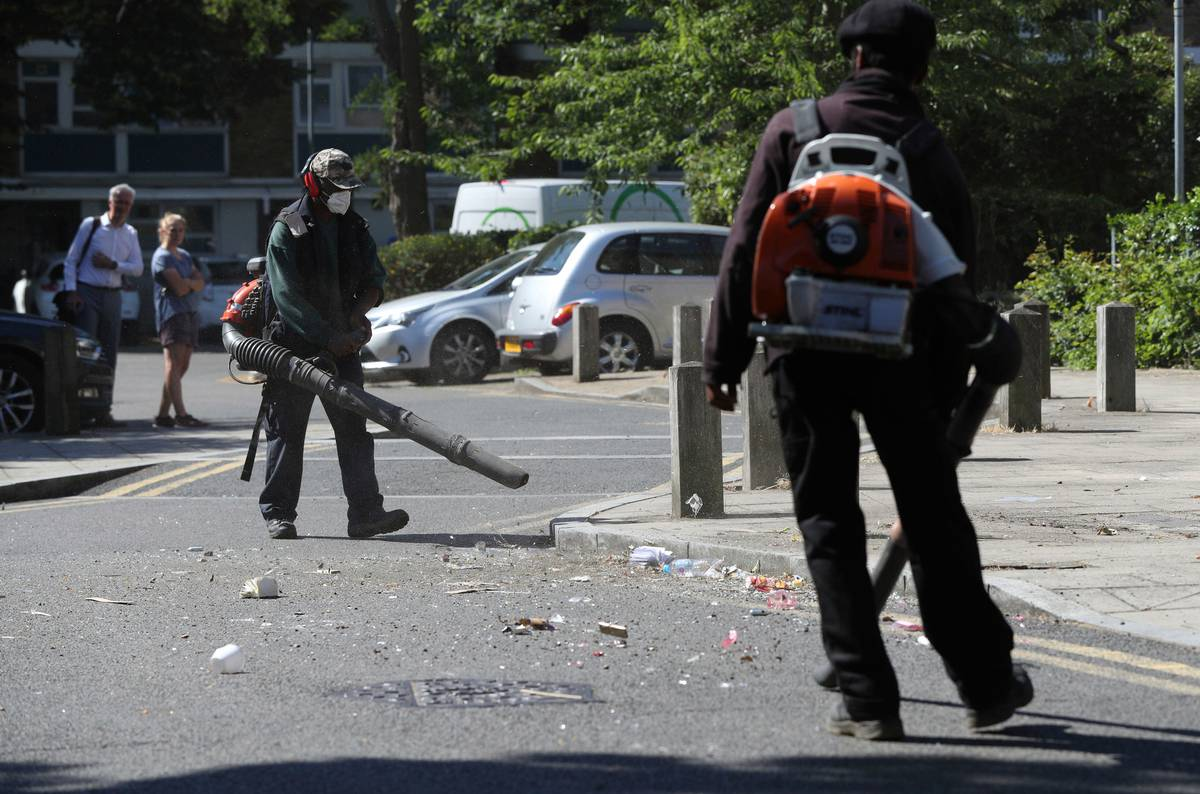 Clashes with police after 'unlawful' street party in London