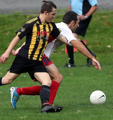 b9466c217555 ... NO LUCK  Josh Brownie against Paul Dalzill while playing for the  Wanganui City Reserves against