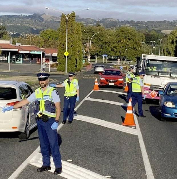 Taupō police run a checkpoint. Photo / Taupō and Turangi Weekender