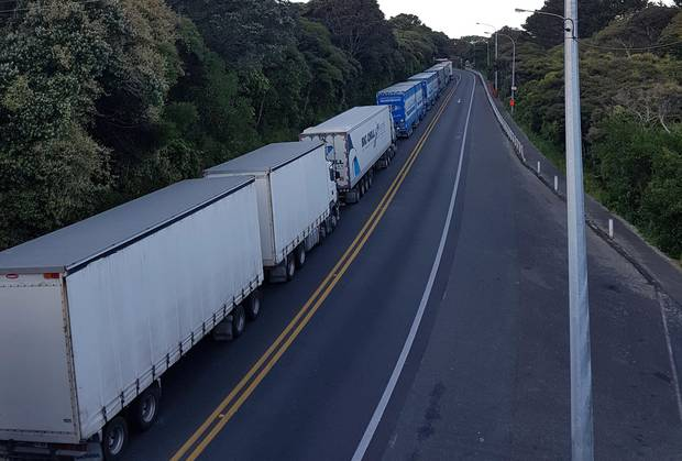 Trucks queued near Pukerua Bay after crash on SH1 this morning. Photo / Rosalie Willis / Kapiti News