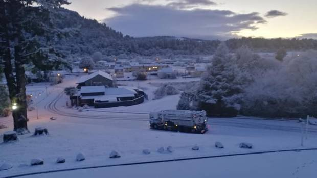 Snow has blanketed parts of the country this morning. Photo / Kings Ōhakune