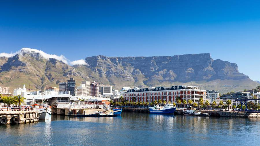 Several tourists stranded on Table Mountain