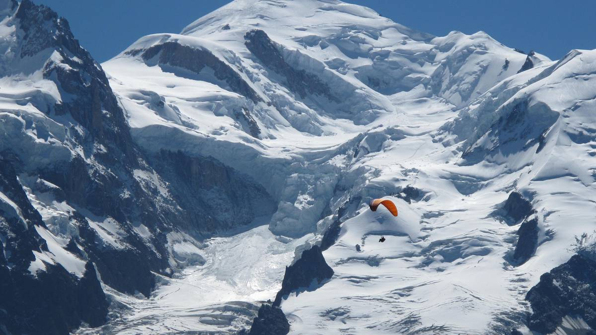The battle over Mt Blanc: Italy angered by France's 'invasion' of its alpine territory - NZ Herald