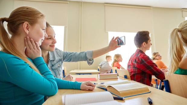 Kiwis support a nationwide ban on cellphones in classrooms. Photo / 123RF