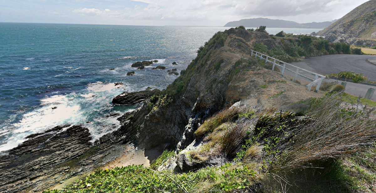 Person seriously injured after falling from cliff in Titahi Bay in Porirua