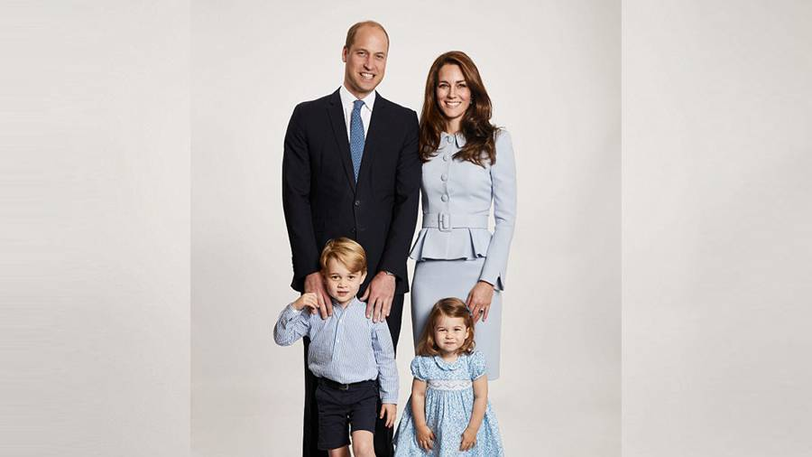 Prince William and Kate releases new family portrait for Christmas