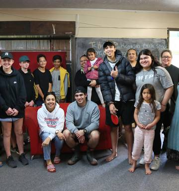 Actor passes on her 'life cheat sheet' to Kaitaia youth - NZ