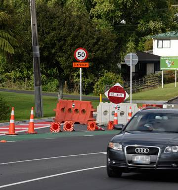 Tauranga councillor dubs NZTA 'incompetent' after road closure - NZ