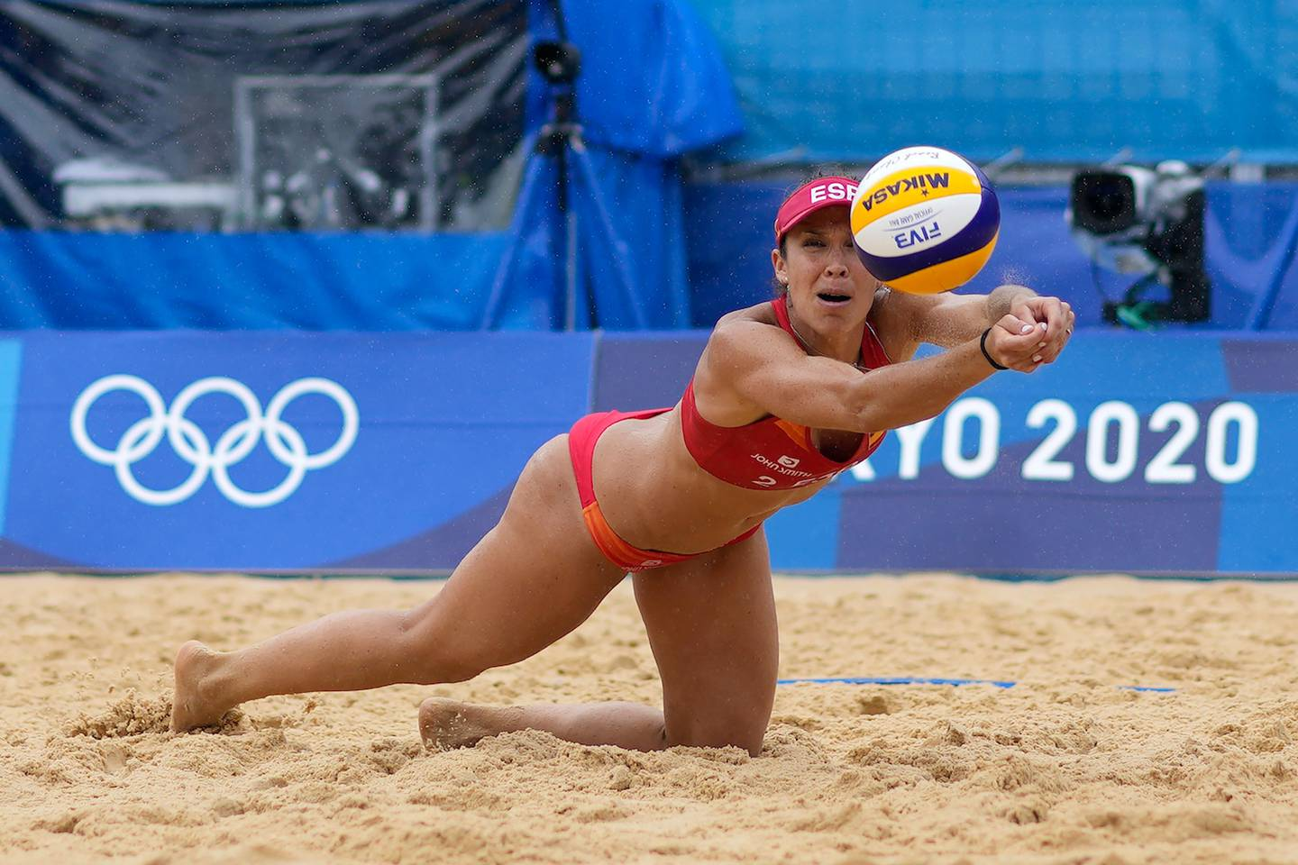 Elsa Baquerizo McMillan, of Spain, dives for the ball during a women's beach volleyball match against the United States. Photo / AP