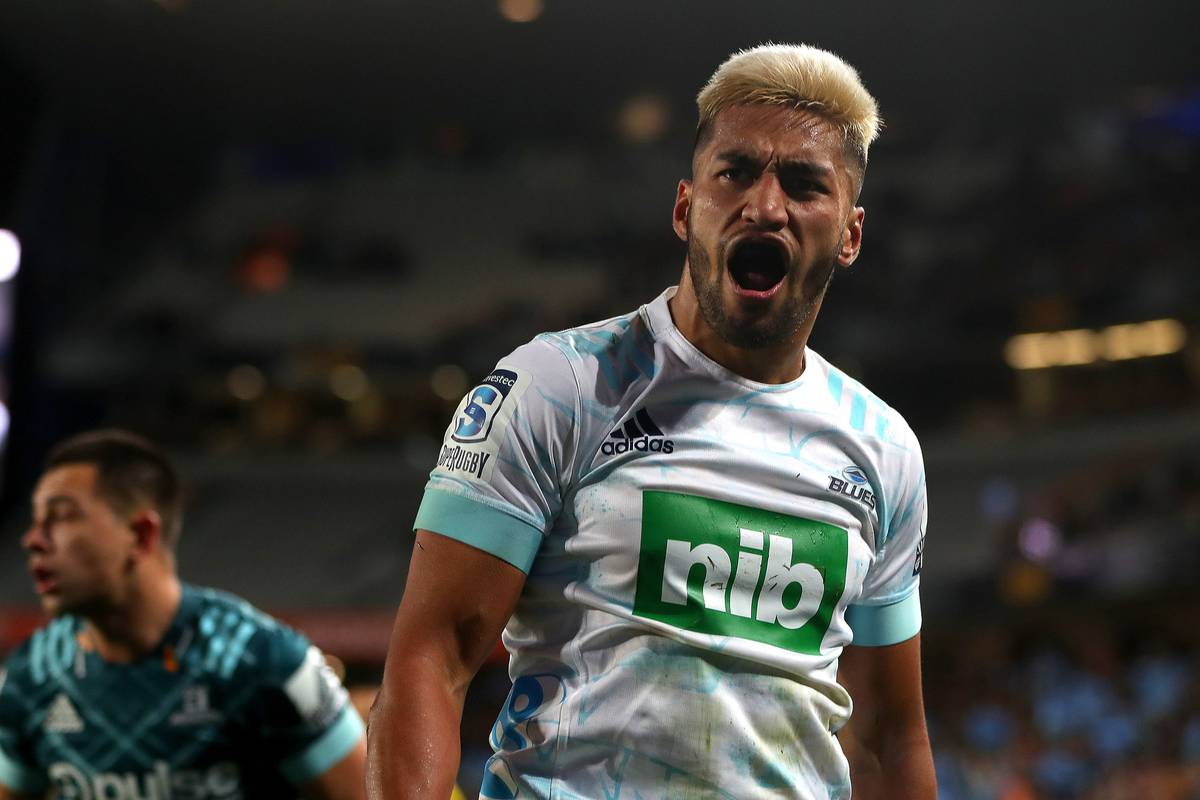 Super Rugby Aotearoa: Blues hold off Highlanders to extend winning streak