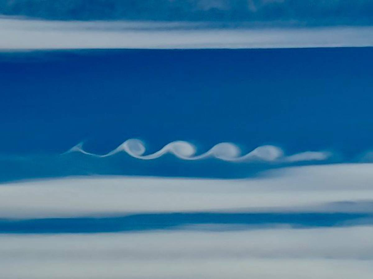 'Mother Nature's signature in the sky': Kelvin-Helmholtz wave clouds spotted over Central Otago