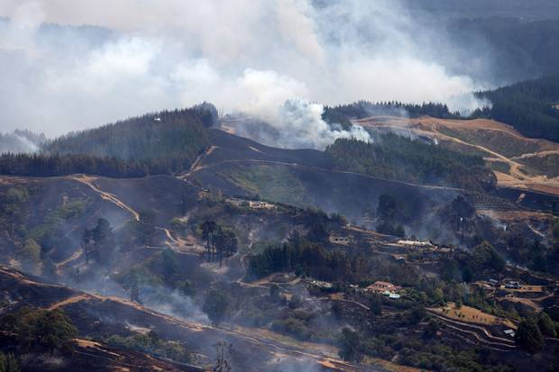 The fire in the Tasman District has now spread to 1900 hectares. Photo / Tim Cuff