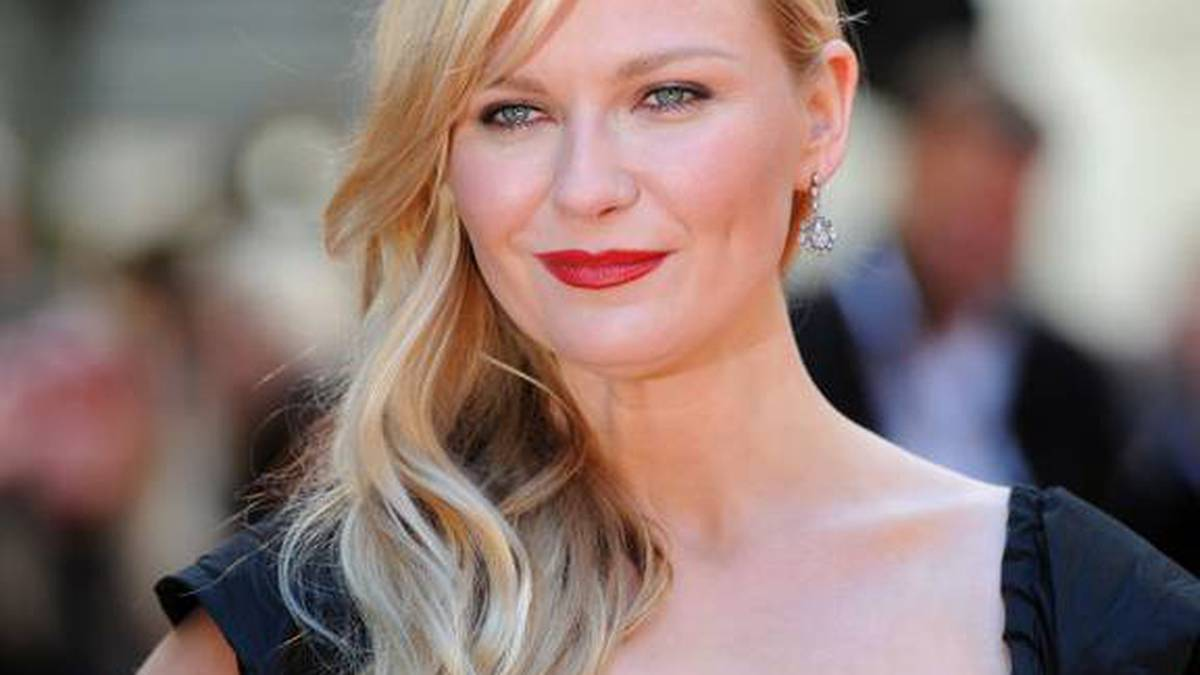 Covid 19 coronavirus: Kirsten Dunst's nanny deemed 'essential worker', allowed into NZ while borders closed - NZ Herald