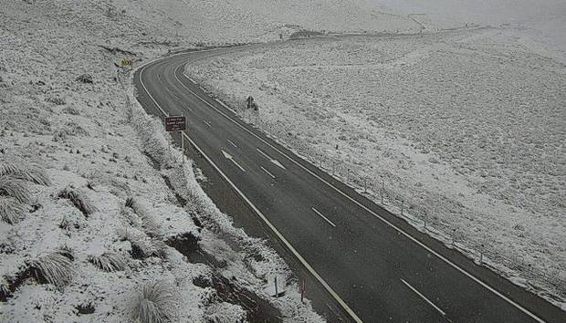 Lindis Pass with a dusting of snow at 7am this morning. More is forecast to fall through the day. Photo / NZTA
