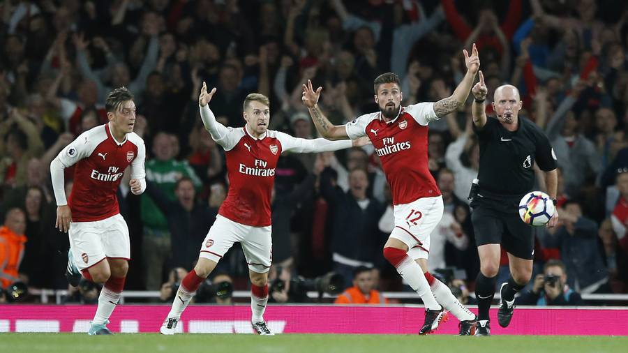 Giroud wins thriller for Arsenal
