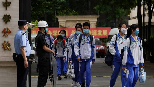 Chinese students wearing face masks amid concerns of coronavirus. Photo / Getty Images