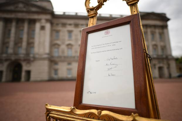 A notice is placed on an easel in the forecourt of Buckingham Palace in London to formally announce the birth of a baby boy to the Duke and Duchess of Cambridge. Photo / Getty Images