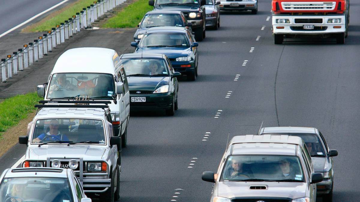 Traffic bumper to bumper for many holidaymakers New Zealand-wide heading home - NZ Herald