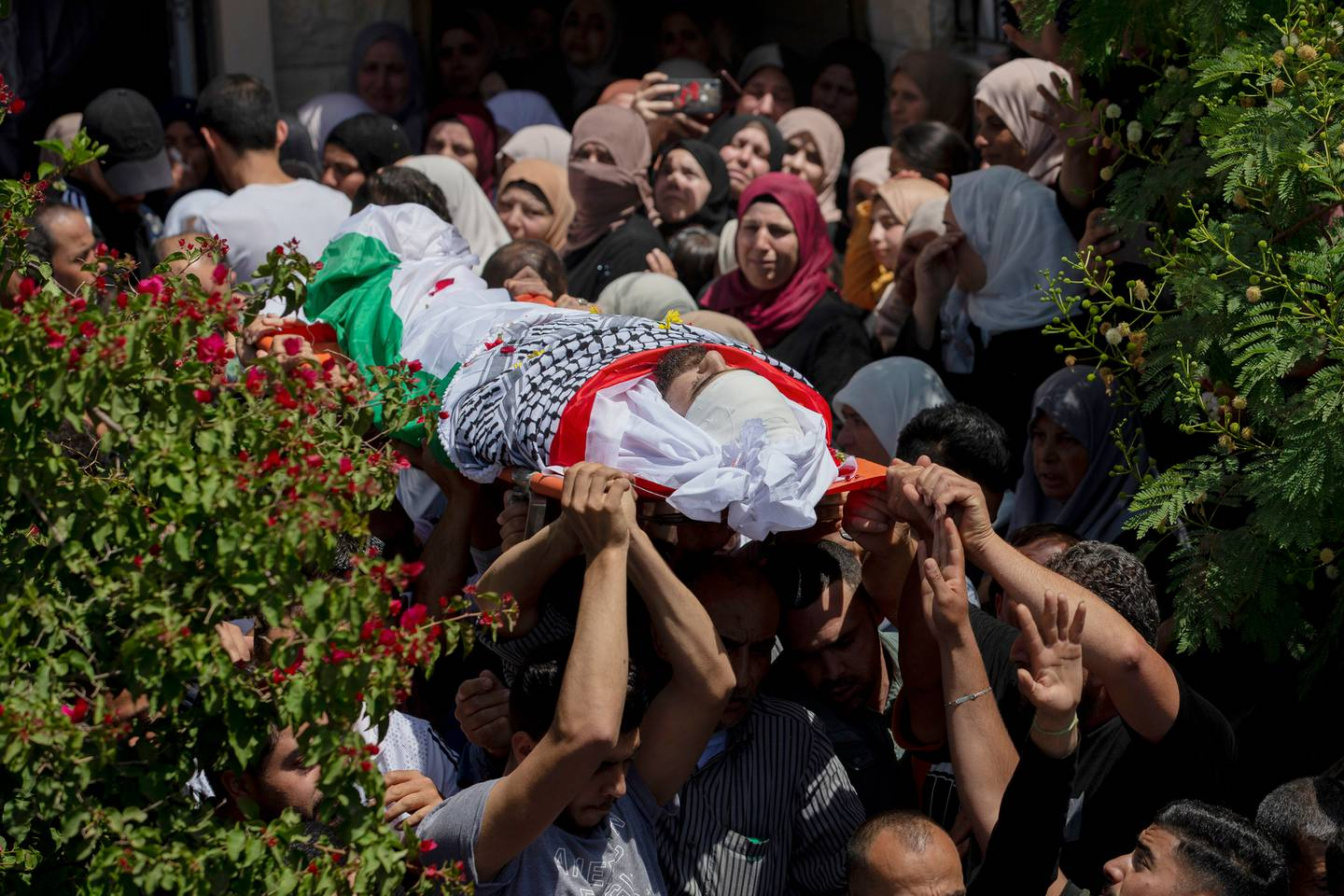Palestinian mourners carry body of their loved one who was killed in clashes with Israeli forces. Photo / AP