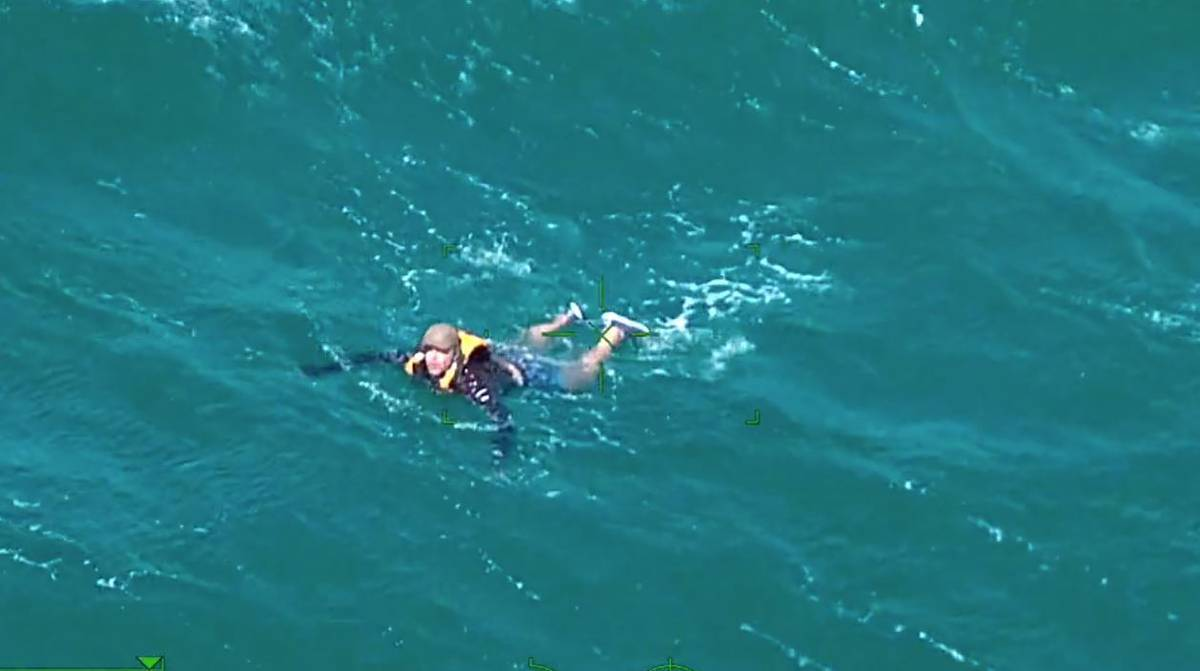 Kayaker off Auckland's Browns Bay saved in dramatic police sea rescue