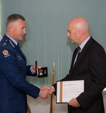 Auckland detective awarded meritorious medal - NZ Herald