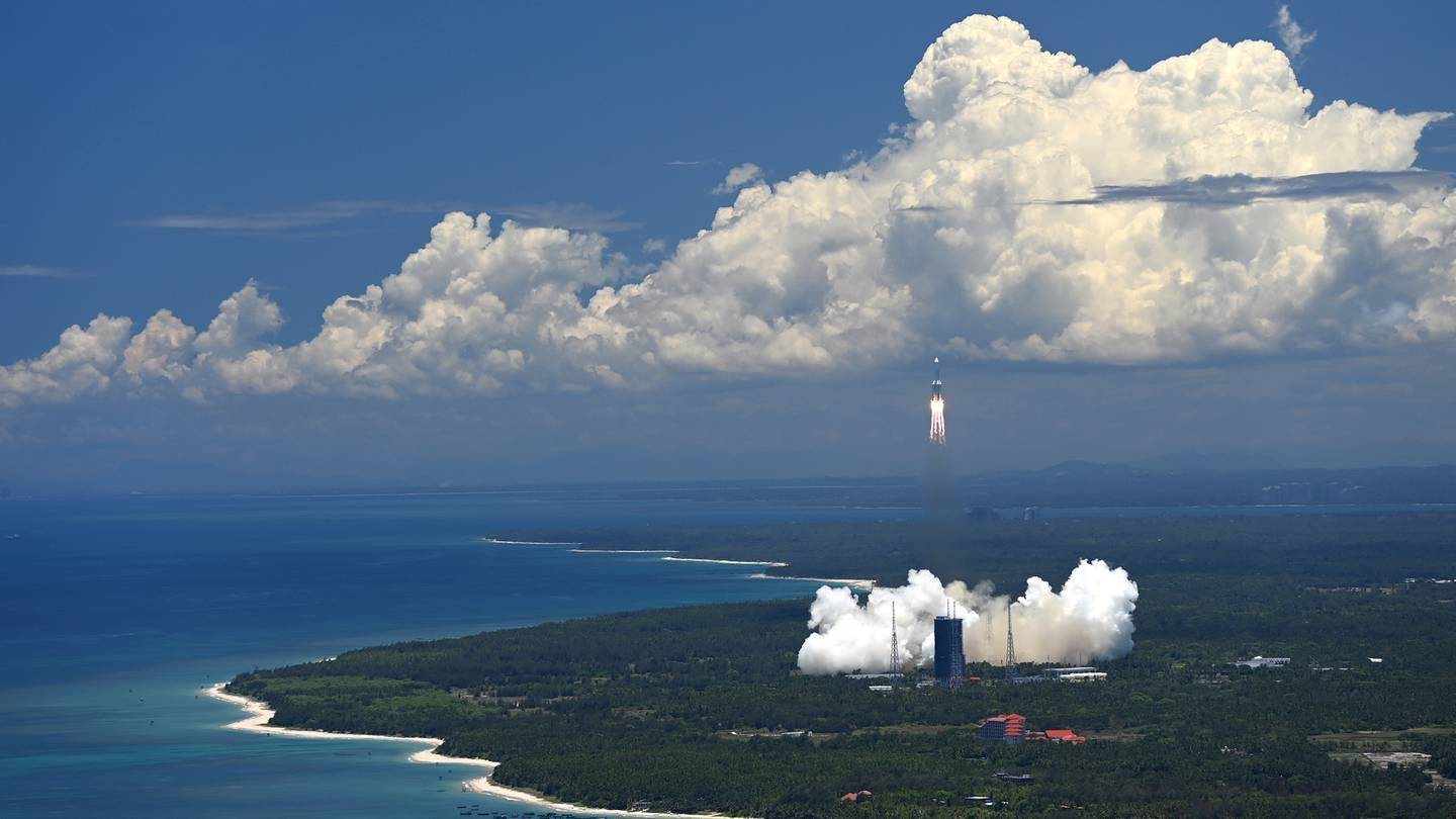 A Long March-5 rocket carrying the Tianwen-1 Mars probe lifts off from the Wenchang Space Launch Center in southern China's Hainan Province in July 2020. Photo / AP