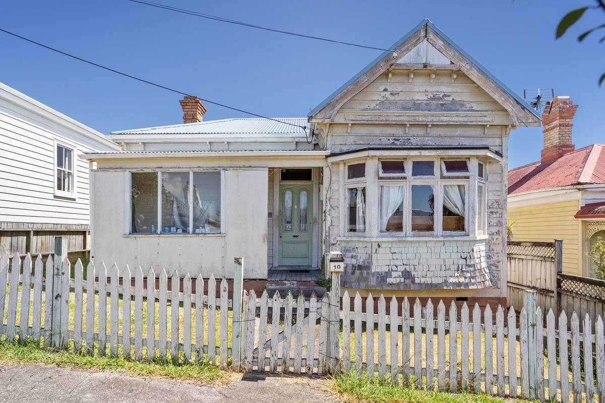 Run-down Auckland bungalow sells for $1.14 million