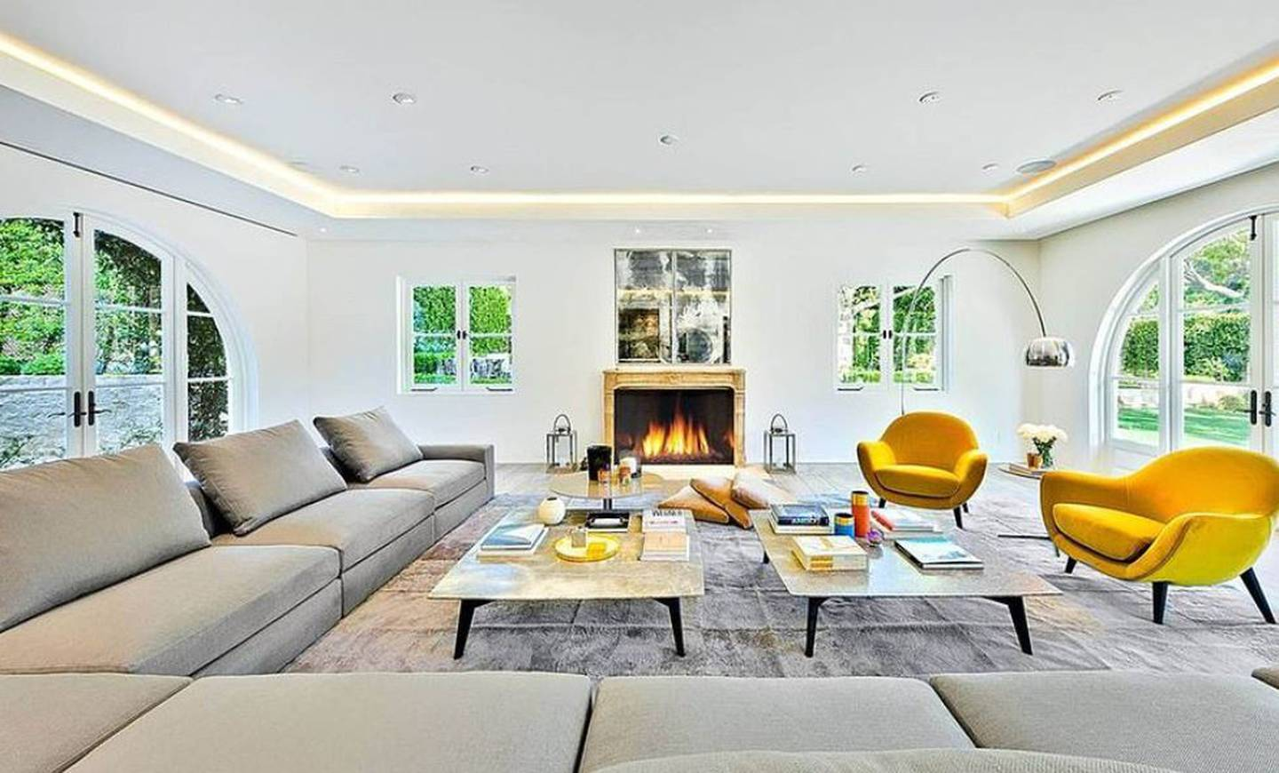 A large, light and bright living space. Photo / VRBO/ Planet photos