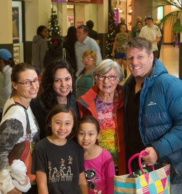 Black People Christmas Pictures.Rotorua Retailers Expect Shopping Storm This Boxing Day Nz
