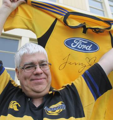 9f332ca29559 Sam Rossiter-Stead is auctioning a signed jersey given to him by Jerry  Collins.