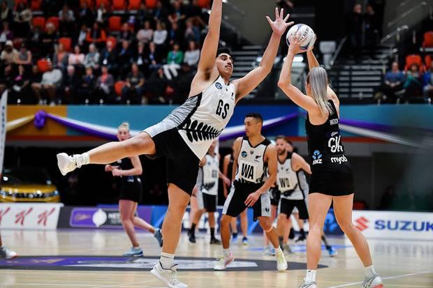 NZ Men's Junior Levi on defence against Silver Fern Jane Watson. Photo / Photosport