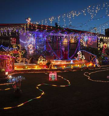 How Long Do Christmas Lights Last.Residents Urged To Join Xmas Light Show Nz Herald