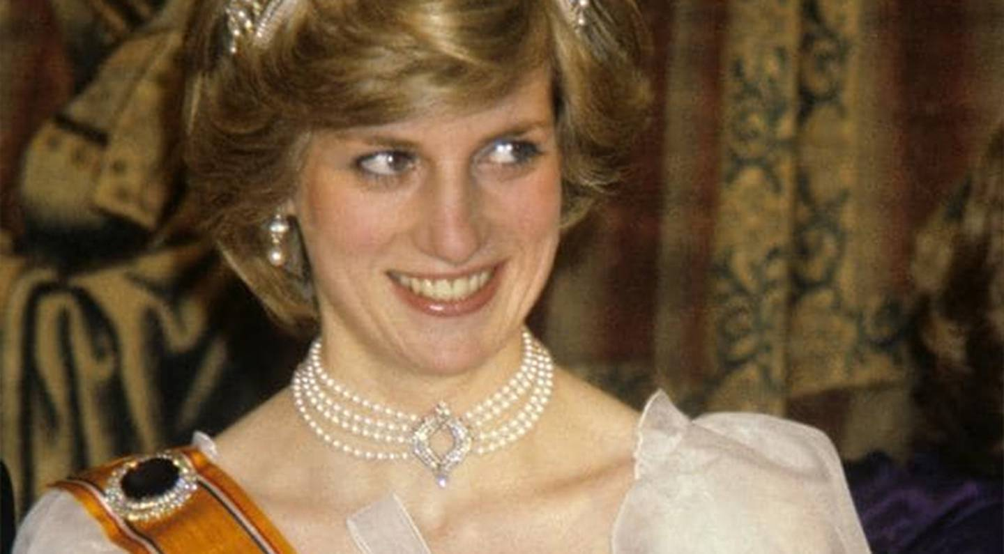 Princess Diana wearing the pearl necklace at a state dinner in the Netherlands in 1982.