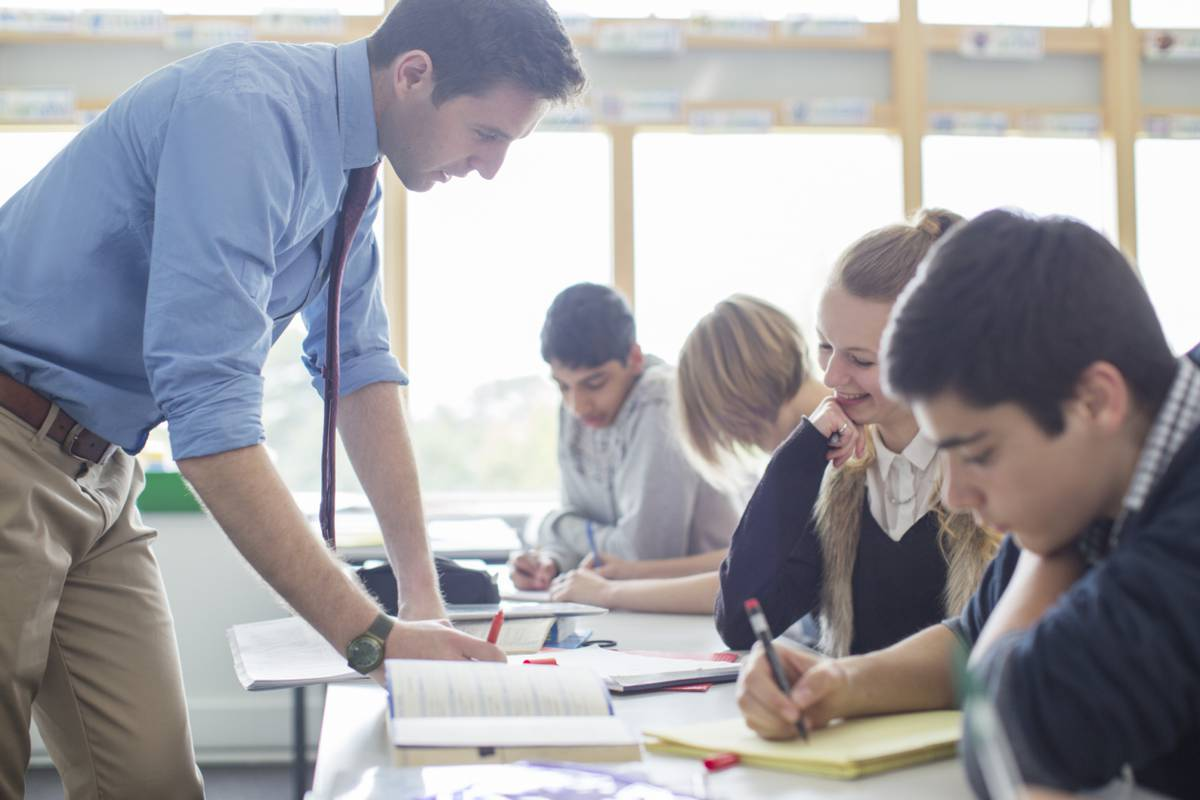 student research proposal This handout provides detailed information about how to write research papers including discussing research papers as a genre, choosing topics, and finding sources.