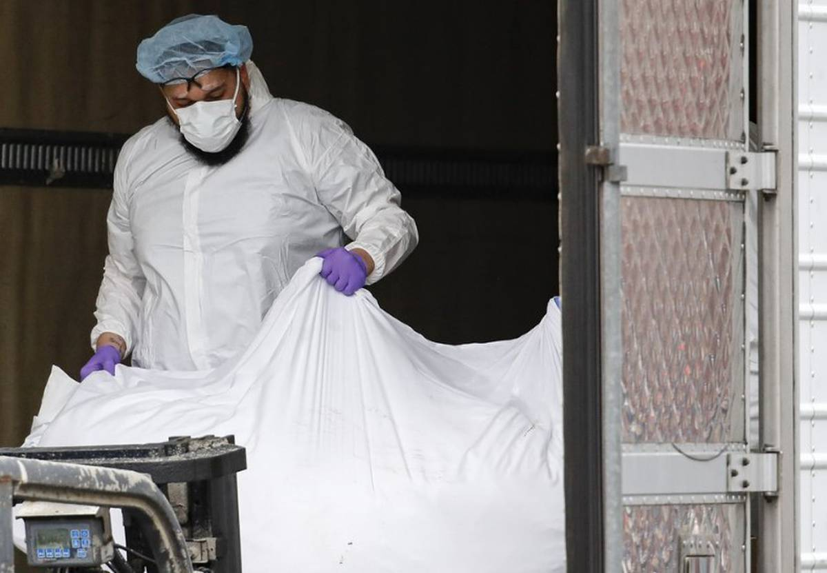 Covid-19 coronavirus: Hospitals overflowing with bodies in US epicentre