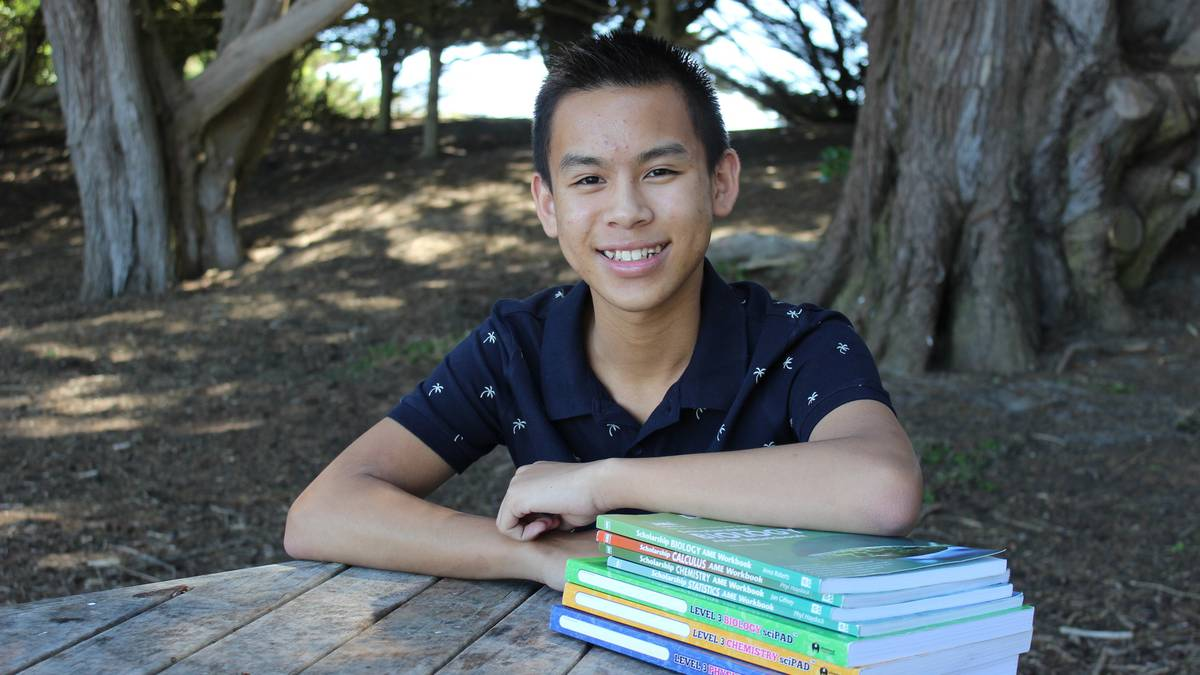 Cullen Tran given an AUT Roy Geddes Science Training Award – NZ Herald