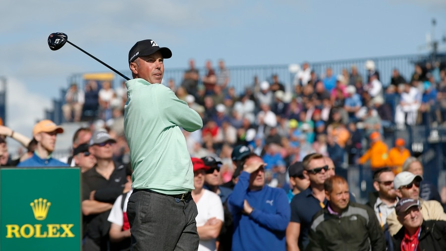 Spieth bests the weather to take midway lead at Open Championship