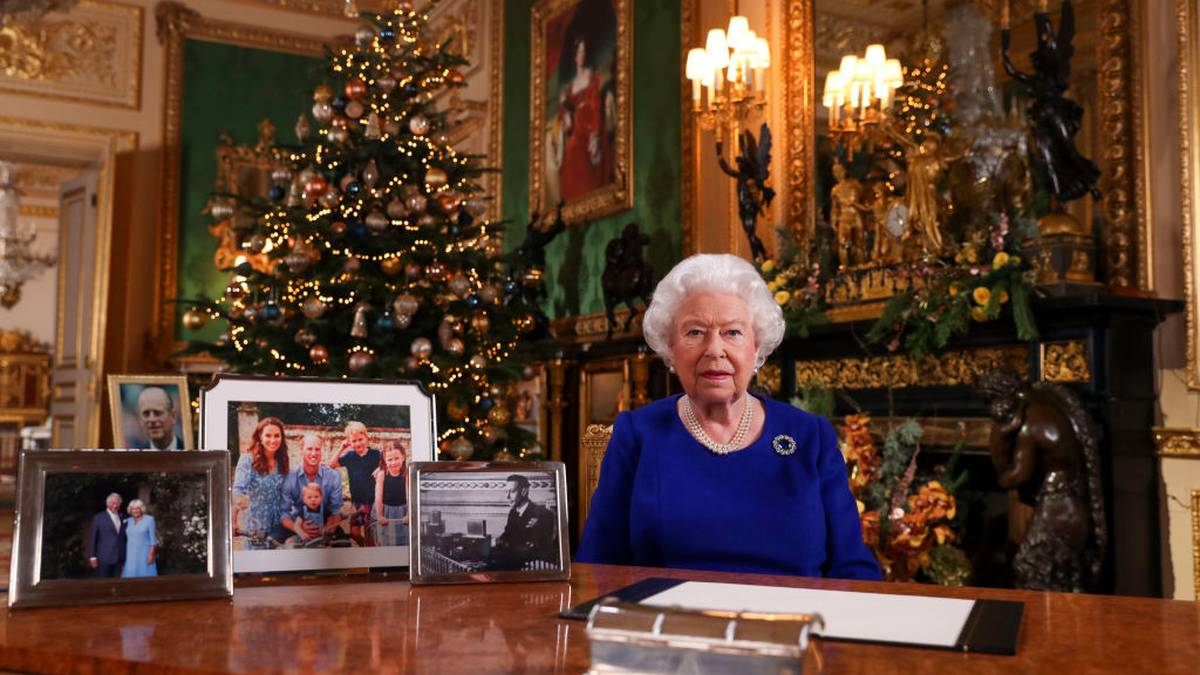 A peak inside Windsor Castle: Queen and Prince Philip's jaw-dropping Christmas decorations - NZ Herald