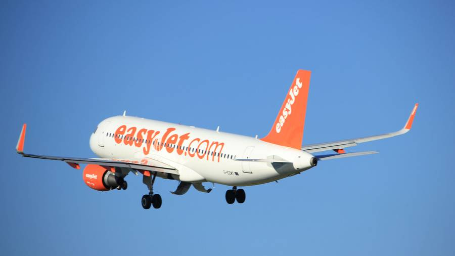 EasyJet share price: CEO asks for pay cut to match predecessor